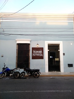 Hermana Republica façade